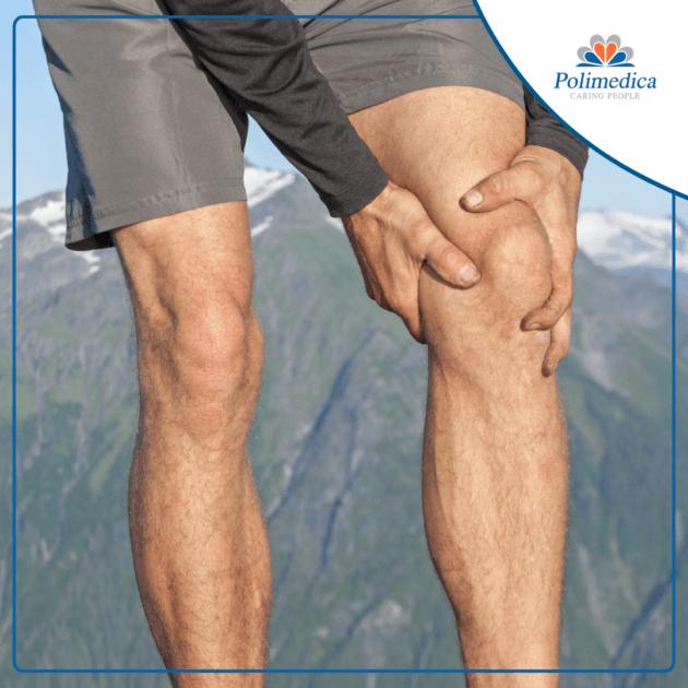 Foto con logo Polimedica, di un runner che si tocca il ginocchio perché dolorante. Immagine di accompagnamento all'articolo dedicato alla la sindrome femoro-rotulea.