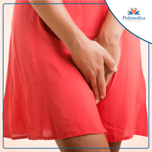 Immagine con logo di Polimedica Melfi, di una donna che pone le mani in mezzo alle gambe a causa di disturbi legati all'incontinenza. Immagine di accompagnamento all'articolo dedicato all'incontinenza urinaria femminile.