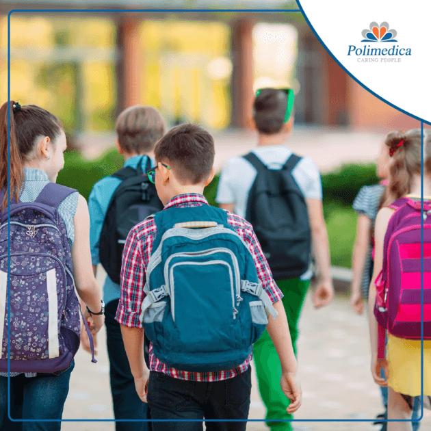 Foto, con logo di Polimedica Melfi, di bambini che vanno a scuola. Immagine di accompagnamento all'articolo Prevenzione bambini: i controlli medici consigliati per il ritorno a scuola.