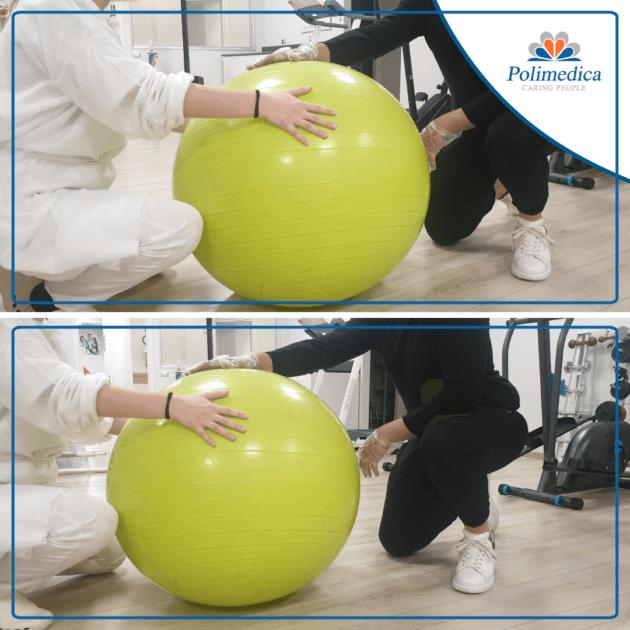 Immagine, con logo di Polimedica Melfi, con una doppia foto che ritrae una fisioterapista che fa eseguire ad un paziente degli esercizi di stabilizzazione ritmica con l'ausilio di una fitball. Foto di accompagnamento all'articolo dedicato a La riabilitazione nell'instabilità di spalla.